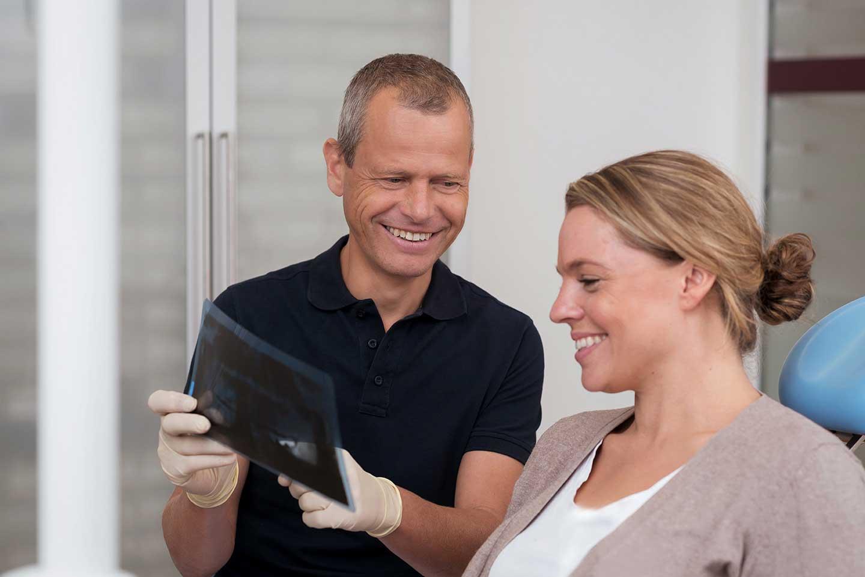 Zahnarzt und Praxisinhaber Dr. Torsten Grande